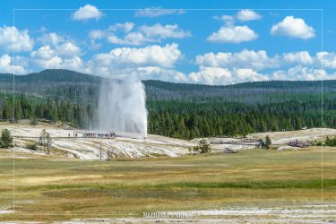 Beehive Geyser in Yellowstone National Park in Wyoming